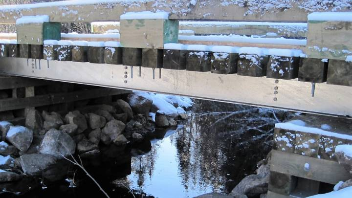Galvanized steel-wood bridges